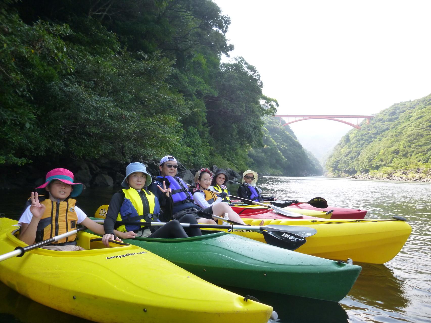 屋久島でカヌーを楽しむ人たち